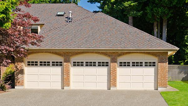 hip roof garage